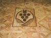Designboden von Amtico mit Logo der Winzergenossenschaft Meißen